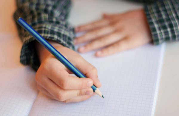Scrittura postura e apprendimento. L'importanza di una corretta posizione quando si scrive.